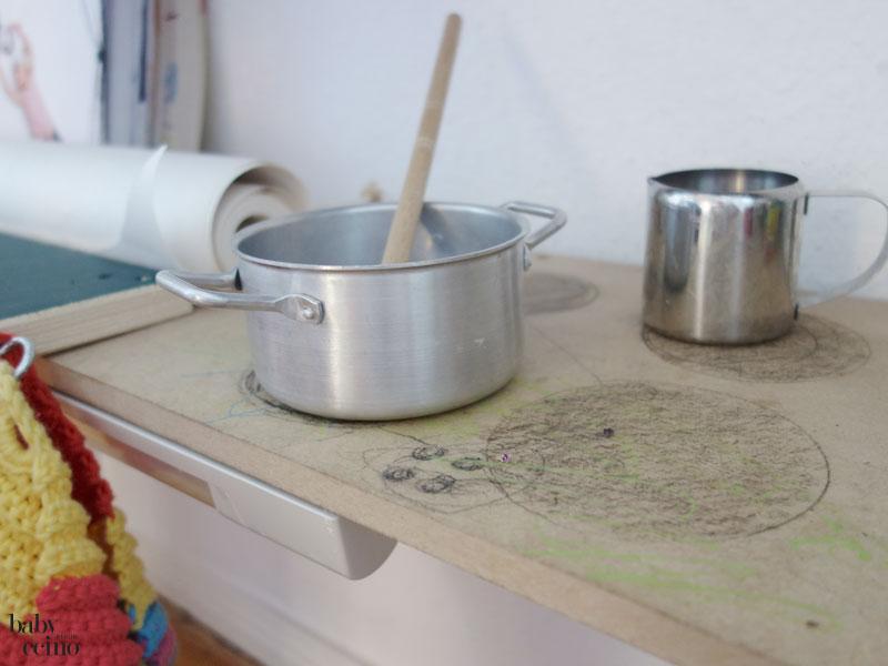 babyccino-basteltisch-tisch-kochen-3