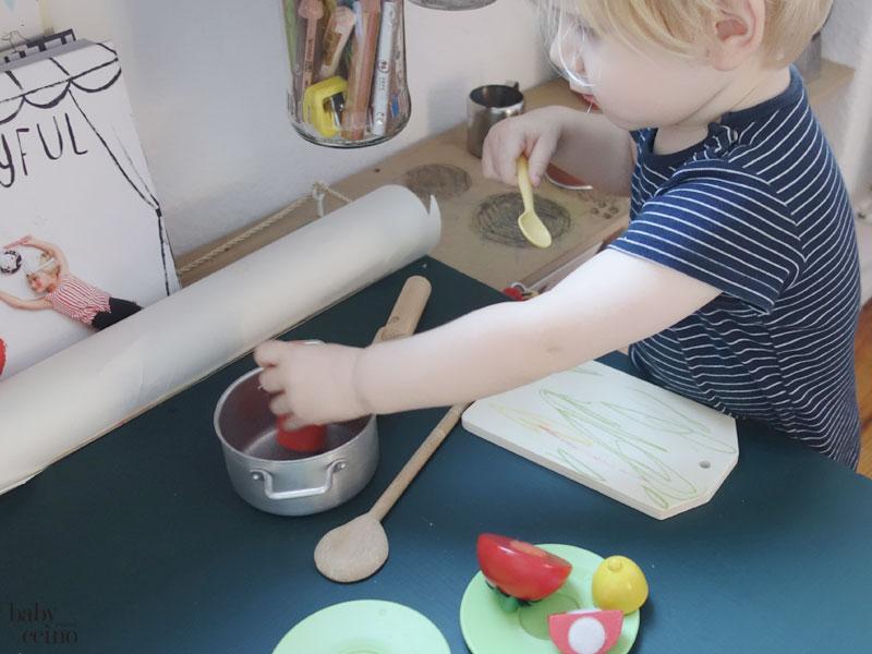 babyccino-basteltisch-tisch-kochen