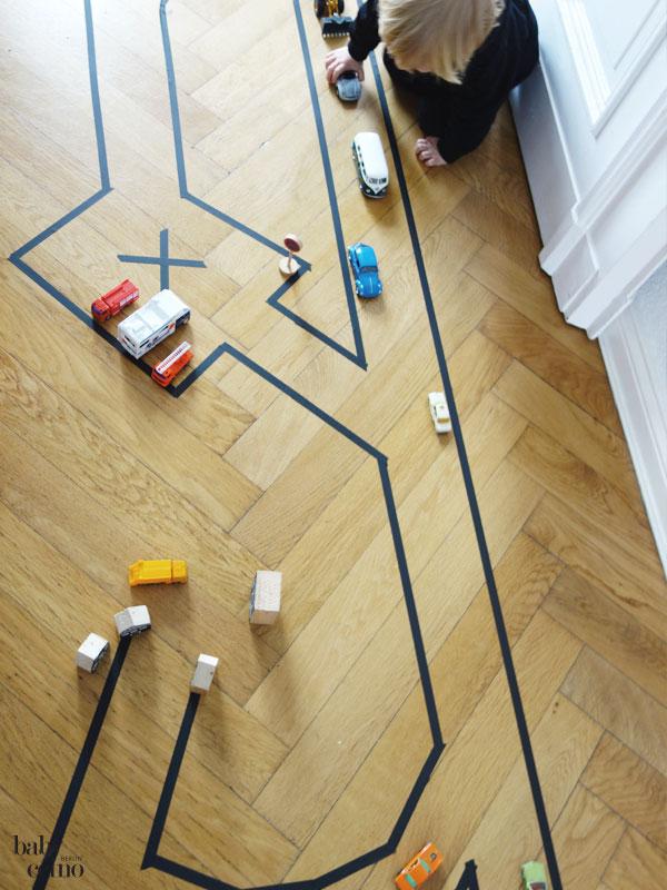 DIY-Strassenteppich-autospielstrasse-maskingtape-3